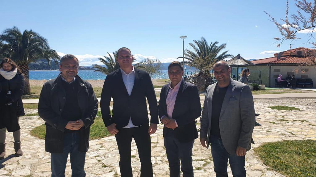 Mate Šimundić, Dino Belošević, Nikola Grabovac i Marko Žaja iz Domovinskog pokreta tijekom predstavljanja u Omišu