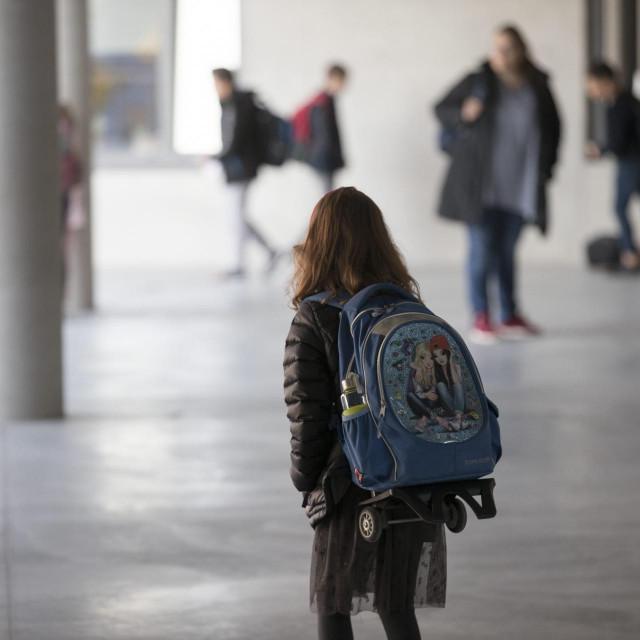 U školu će samo najmlađi đaci