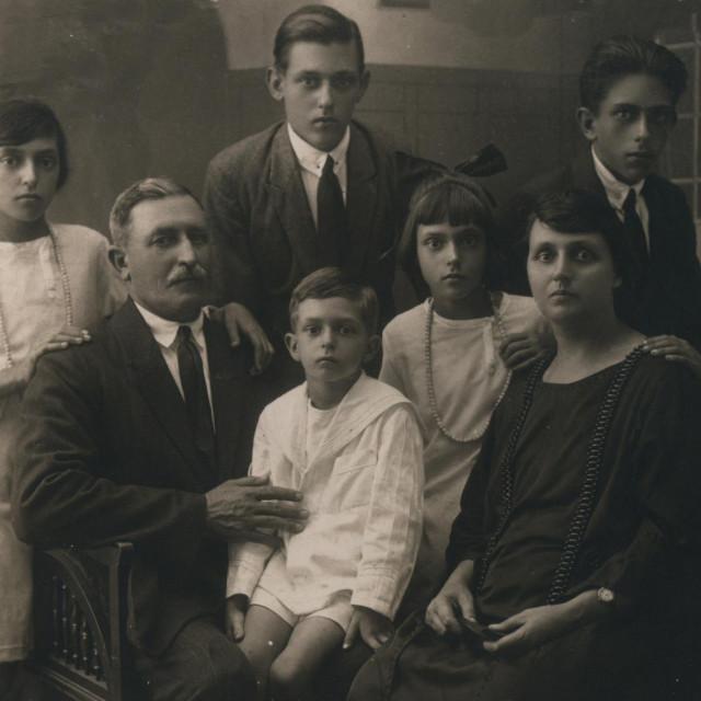 Kapetan Andro i Luce Benić s djecom u Egiptu