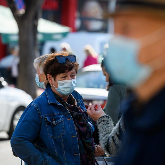 Sibenik, 010421.<br /> Zbog pogorsavanja epidemioloske situacije i novim mjera sve vise gradjana na ulicama grada nosi zastitne maske.<br />