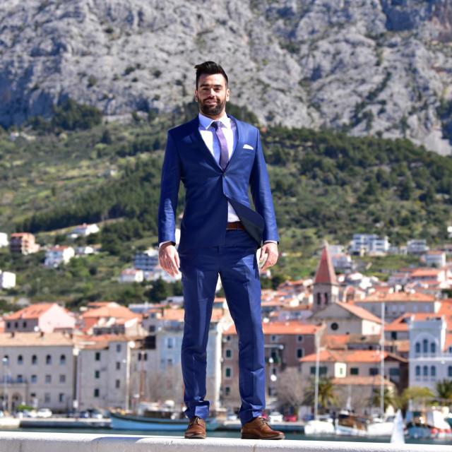 'Uočio sam da kroz Makarsku protječe ogroman kapital, a da Makarani, posebno mladi, od toga nemaju ništa'