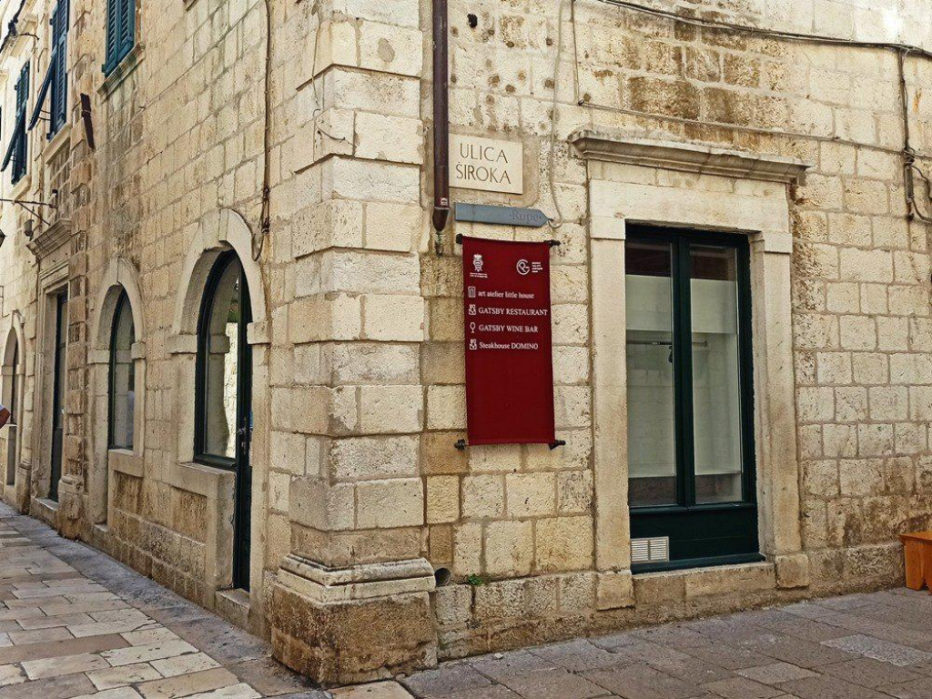 Poslovni prostor u na kantunu Široke i Ulice od puča unutar dubrovačkih gradski zidina iznajmljen je za 24.111 kuna mjesečno