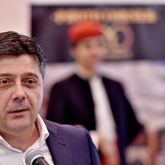 Emin Sarajlić:Stožer samo jednom rečenicom o zabrani svih amatersko kulturno-umjetničkih izvedbi i proba, zatvori sve nas