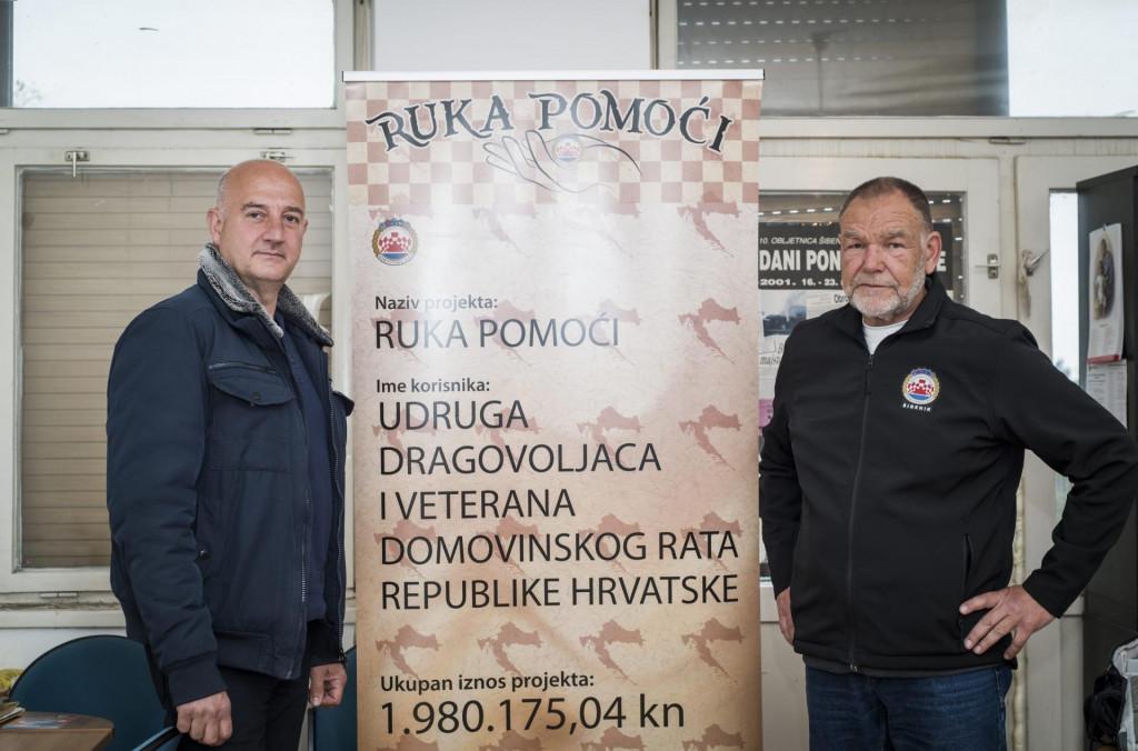 Luka Petrina predsjednik Udruge dragovoljaca i veterana Domovinskog rata ŠKŽ i Tonči Mrša tajnik udruge.<br />