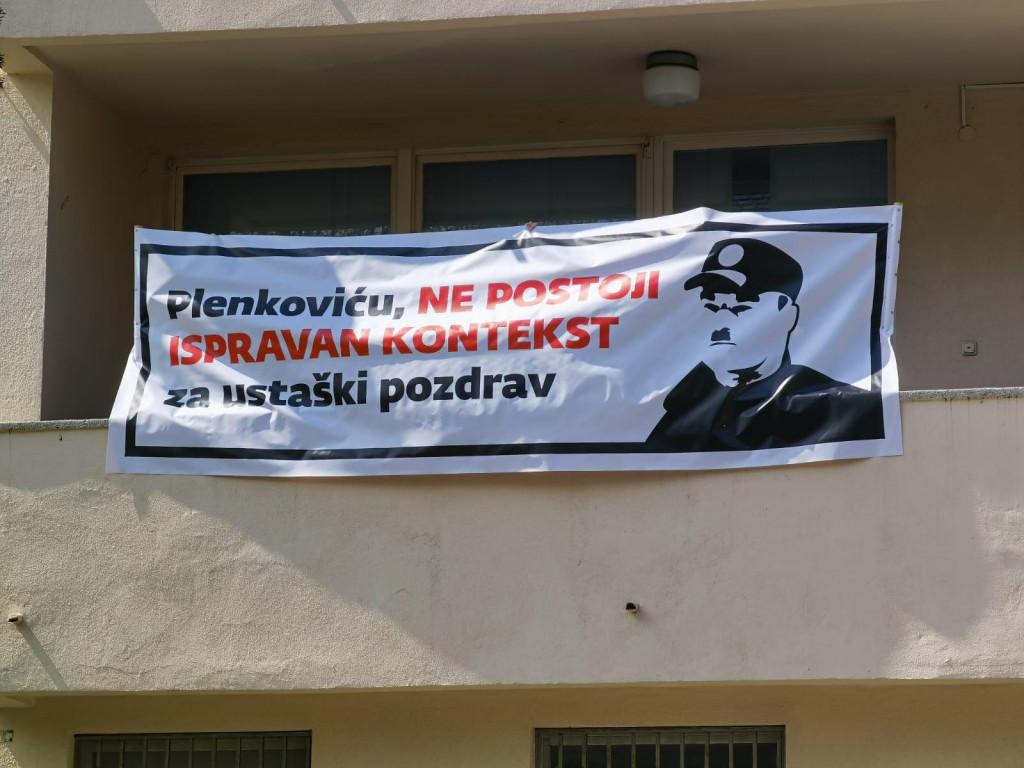 Transparent na balkonu SDP-ovih prostorija