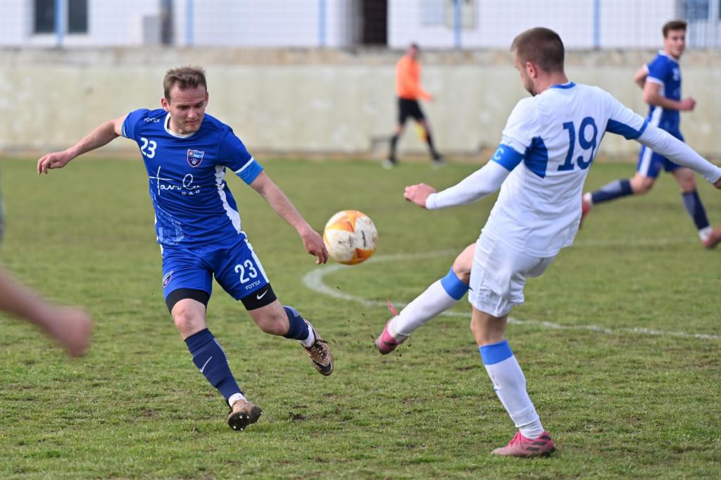 Posedarje, Zadar 100421<br /> Igraliste u Posedarju. Utakmica 3. HNL Jug izmedju NK Vitez i NK Jadran.<br /> Na fotografiji: utakmica.<br />