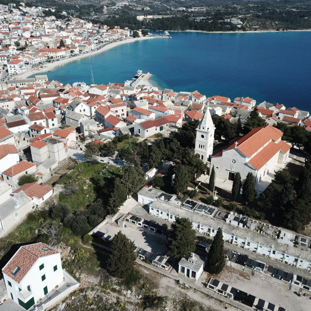 Prema Urbanističkom planu, obuhvat turističke zone Marina Lučica iznosi 16,82 hektara
