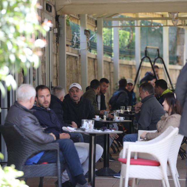 Nakon skoro pet mjeseci ponovno su otvorene terase kafića