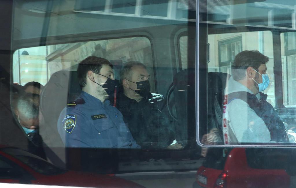 Na fotografiji: Dragan Kovačević doveden je na sud u pratnji policije.<br />