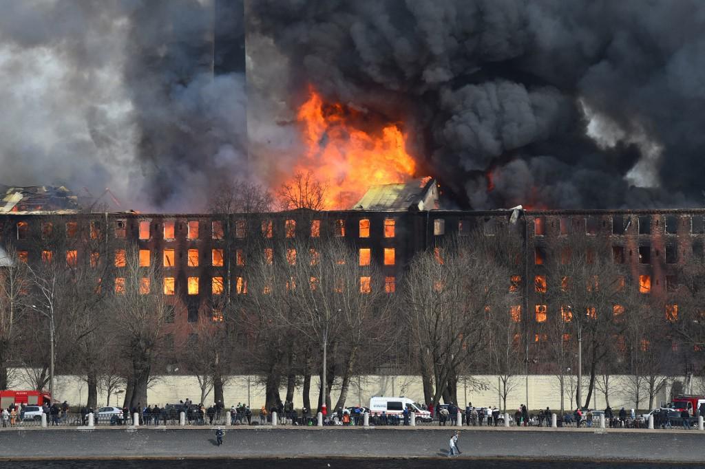 Požar u povijesnoj tvornici u Saint Petersburgu.