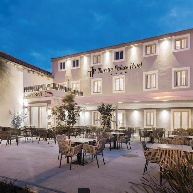 Torretta Palace Hotel u Turnju, općina Sv. Filip i Jakov