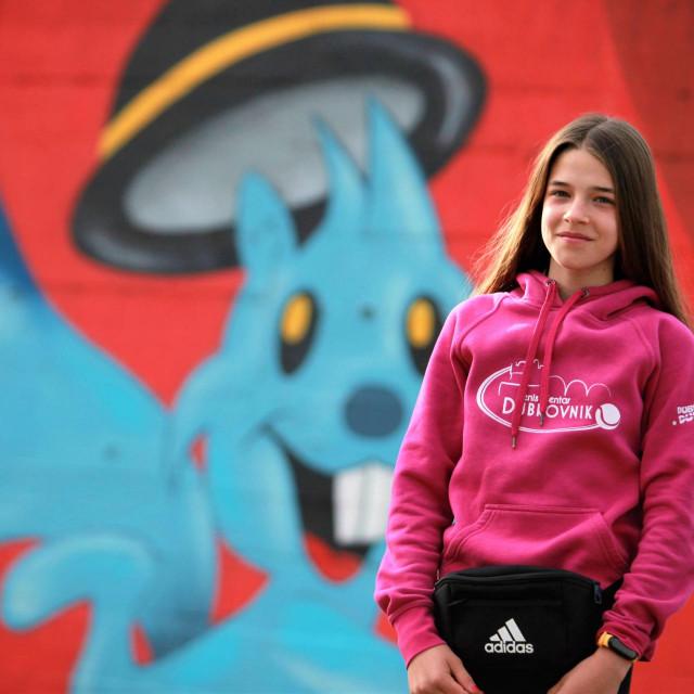 Ana Petković ispred Tenis centra Mladosti na Savi uoči nastupa na Memorijalu 'Viktora Grilla' u Zagrebu