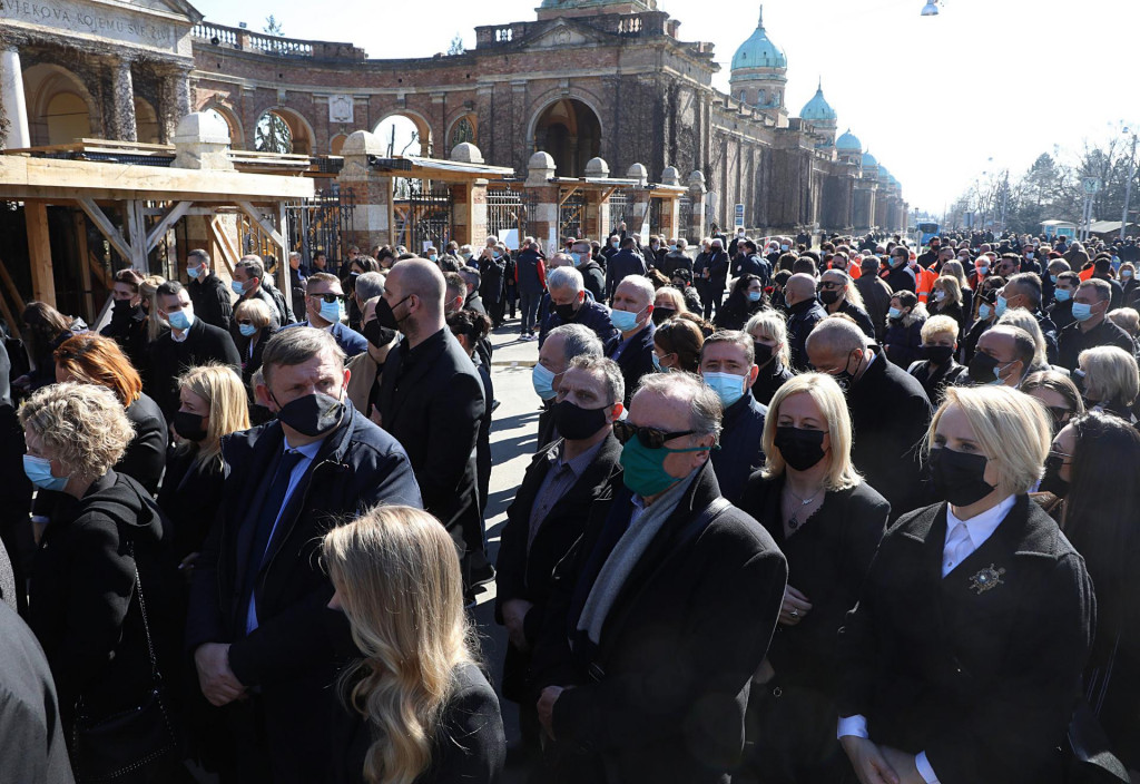 Na sprovodu Milana Bandića bilo je više od 1000 ljudi
