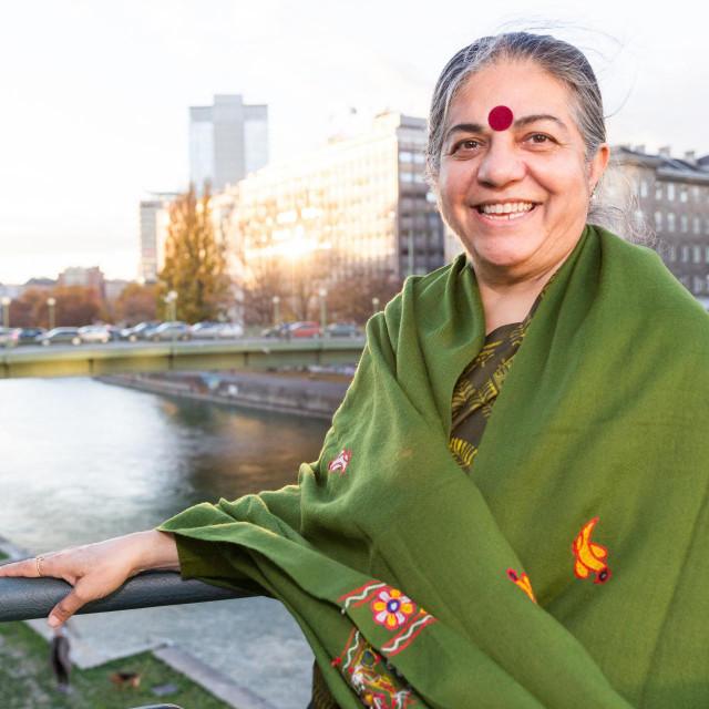 Vandana Shivaosnivačica je Navdanye, indijske nevladine organizacije koja promiče organsku poljoprivredu i raznolikost sjemena