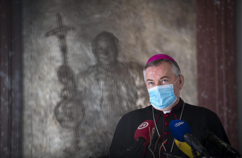 Nadbiskup Marin Barišić nije se poveo primjerom svog kolege Mate Uzinića, apostolskog upravitelja Dubrovačke biskupije, koji je odgodio krizme i pričesti
