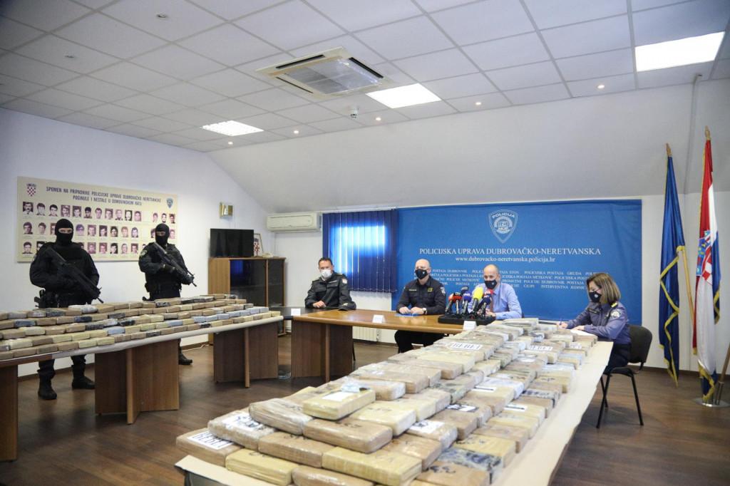 Policija je u Dubrovniku pokazala zapljenjeni kokain vrijedan 57 milijuna eura