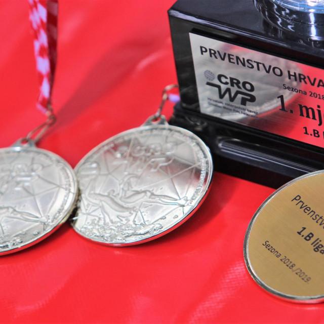 Vaterpolski klub Bellevue je najuspješniji klub Prve 'B' lige, aktualni prvak. Pobjednički pokal, te zlatne medalje su u njegovom vlasništvu. Hoće li biti i dalje?