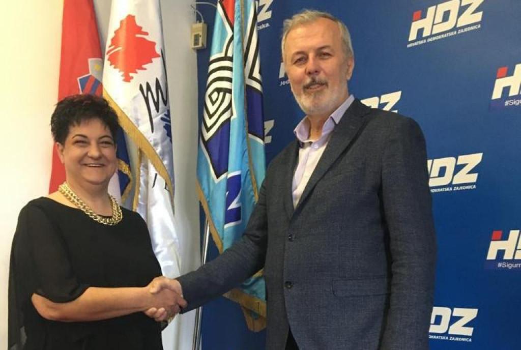 Kandidatkinja Kuzmanić Komadina u društvu Ante Sanadera, HDZ-ova županijskog čelnika