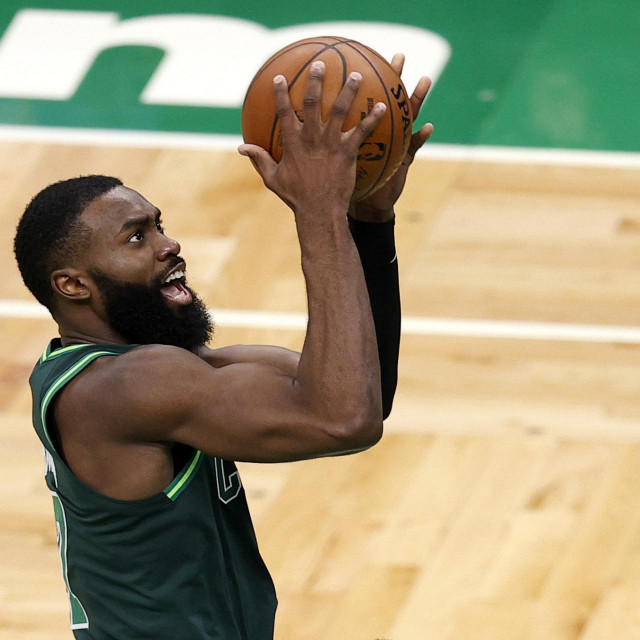 BOSTON, MASSACHUSETTS - MARCH 31: Jaylen Brown #7 of the Boston Celtics takes a shot against the Dallas Mavericks at TD Garden on March 31, 2021 in Boston, Massachusetts. Maddie Meyer/Getty Images/AFP<br /> == FOR NEWSPAPERS, INTERNET, TELCOS & TELEVISION USE ONLY ==