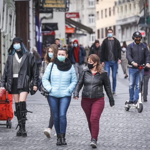 U Ljubljani se šeta s maskama