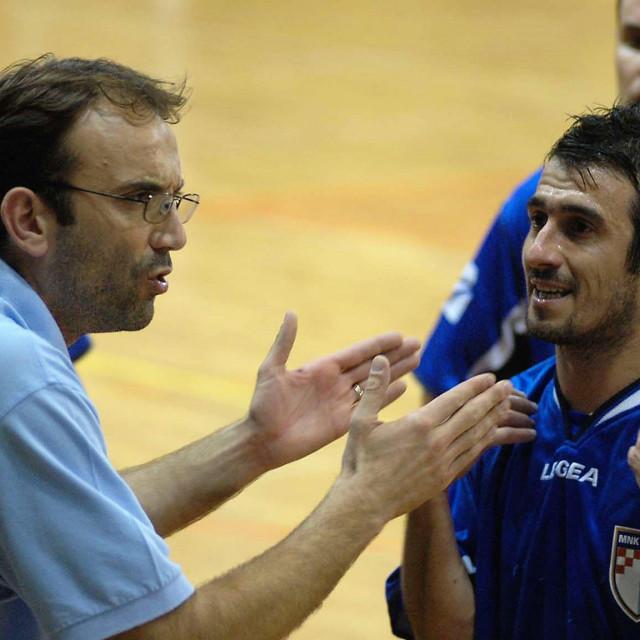 Square, kad je igrao pod imenom GOŠK, predsjednik je bio Dubravko Čikor - trener Bartul Vukojević u razgovoru sa Sandrom Salacanom, obojica su nosila dres hrvatske reprezentacije