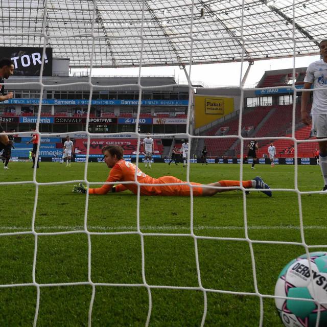 Vratar Schalkea Frederik Ronnow najzaposleniji je igrač momčadi, često vadi loptu iz mreže