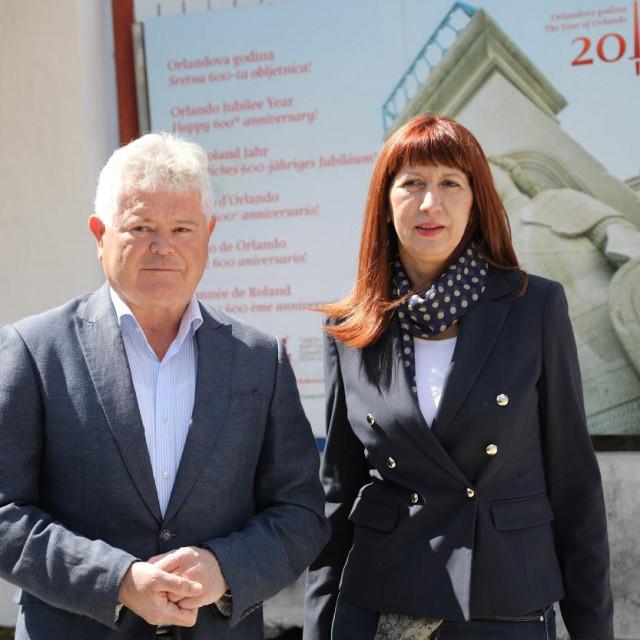 Andro Vlahušić i Nataša Gabričević na konferenciji za novinare