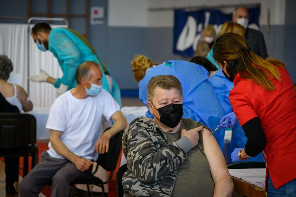 Sibenik, 160421.<br /> U sportskoj dvorani Baldekin zapocelo je masovno cijepljenje gradjana.Ocekuju se cijepljnje oko 700 gradjana.<br />