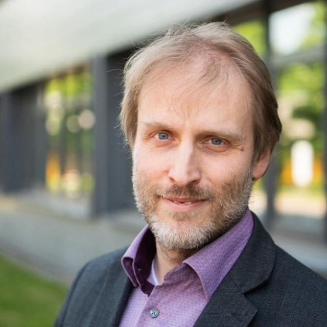 Virolog Luka Čičin-Šain