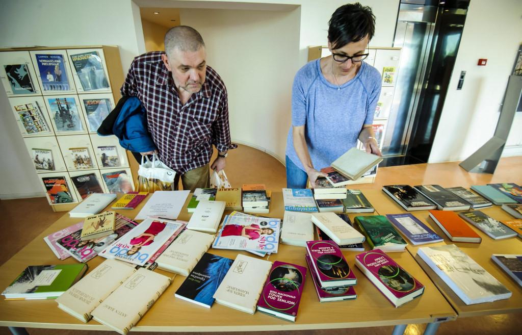 <br /> Noć knjige u jednom od svojih izdanja kada nije bilo korone; među ostalim, knjižnica je građane darivala i knjigama