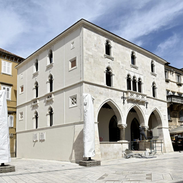 Stara gradska vijećnica spremna je primiti svoje prve goste nakon višemjesečnog uređenja<br /> Joško Šupić/CROPIX