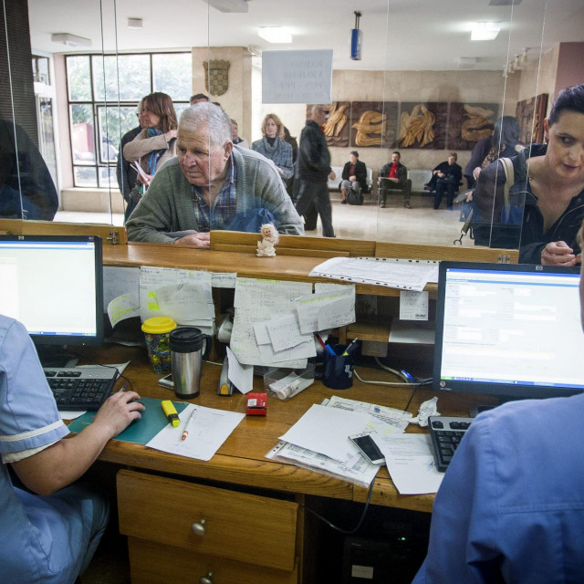 KBC Split, gužve na pultu bolničke jedinice za centralno naručivanje pacijenata