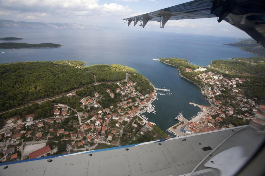 Pogled iz hidroaviona na Jelsu<br />