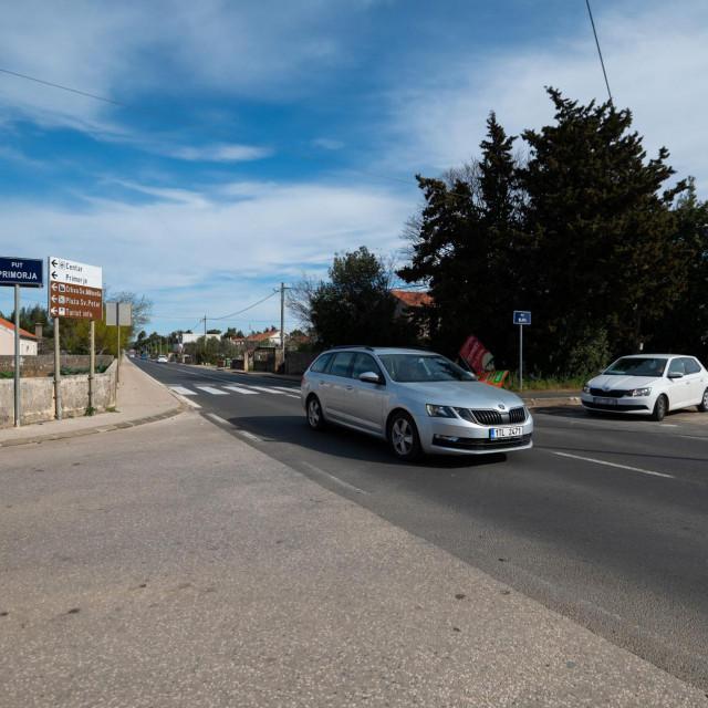 Kozino, Zadar, 200421.<br /> U teskoj prometnoj nesreci koja se sinoc oko 22:30h dogodila na DC 306 u mjestu Kozino, zivot je izgubilo dvoje mladih ljudi.<br />