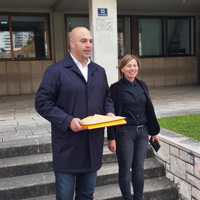 Roko Tolić u pratnji Maje Erak predao je Izbornom povjerenstvu prikupljene potpise potpore za kandidaturu