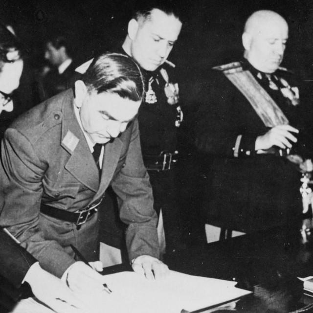 Zločinac Pavelić i Mussolini