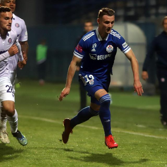 Vicko Ševelj (Hajduk) i Törles Tim Knöll (Slaven Belup0)