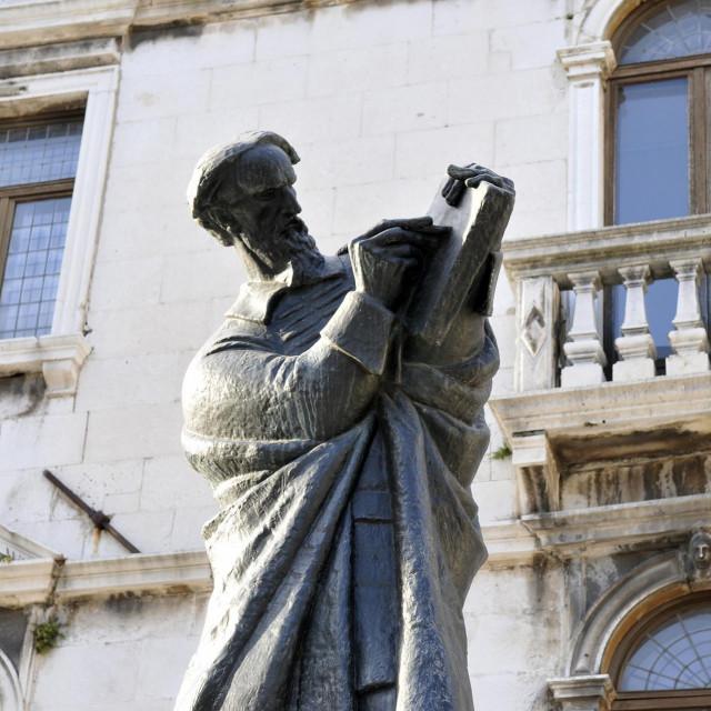 Spomenik Marka Marulića na splitskom Voćnom trgu