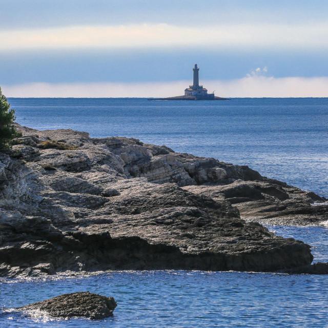Na samom jugu Istre, jugozapdno od rta Kamenjak, nalazi se svjetionik Porer