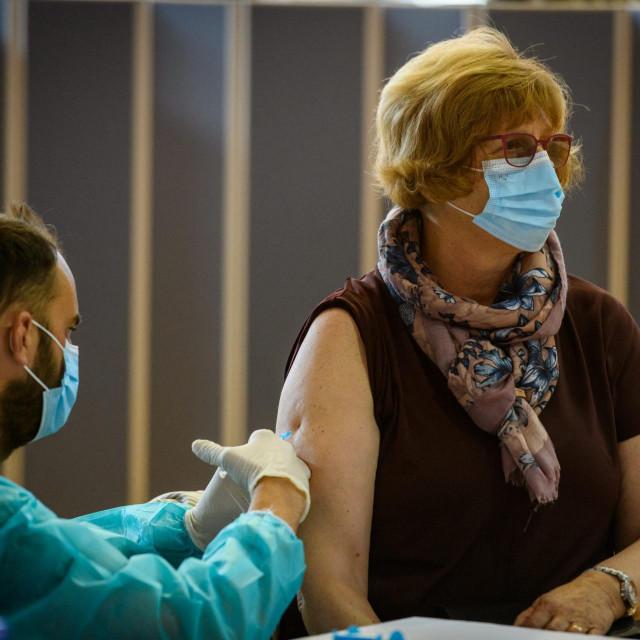 Masovno cijepljenje počelo je i u Šibeniku