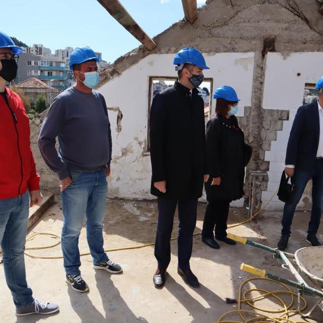 Gradonačelnik je obišao radove na domu umirovljenika u Gružu