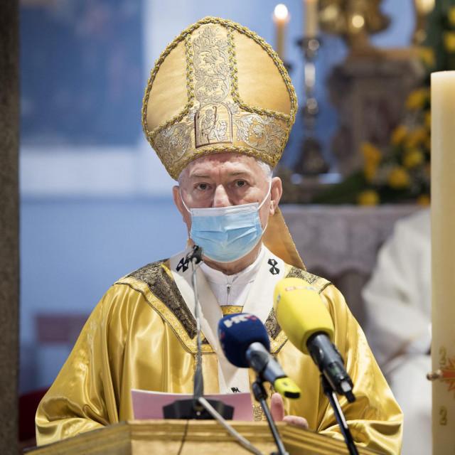 Nadbiskup Marin Barišić: Nemojmo dopustiti da koronavirus preraste u 'virus nepovjerenja' koji bi ugrozio, ne samo zdravlje, nego i naše zajedništvo