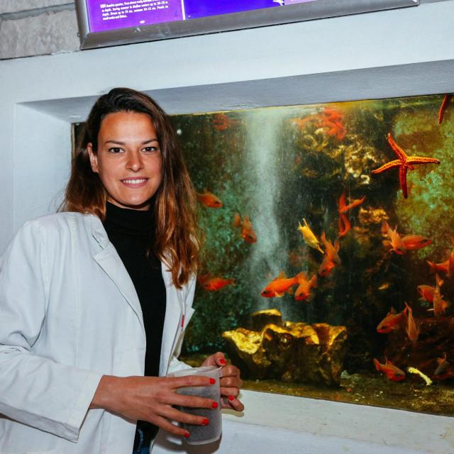 Antonia hrani ribe koje uzimaju 'živu' hranu