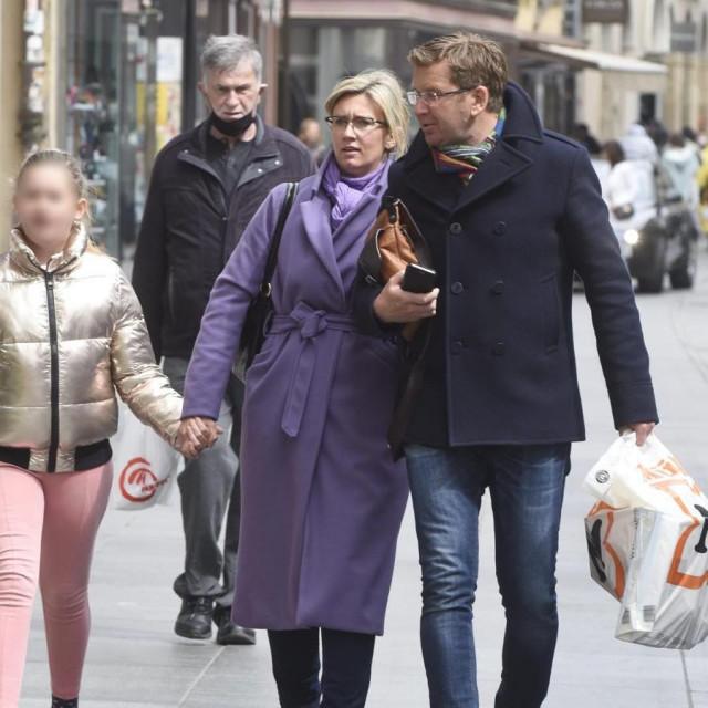 Romina Knežić i Mirko Boch u šetnji Zagrebom u društvu voditeljičine kćeri Zoye