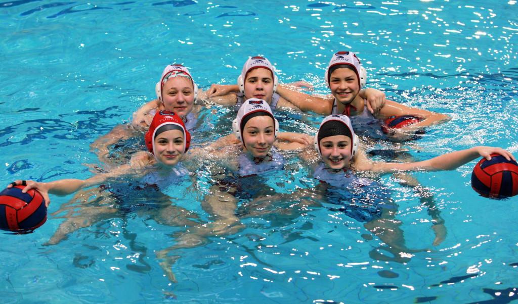 Jugove U15 reprezentativke - (gornji red, s lijeva) Nina Jazvin, Elvira Plečaš, Nika Alamat, prvi red: Lana Korać, Mara Fox i Nea Matičević
