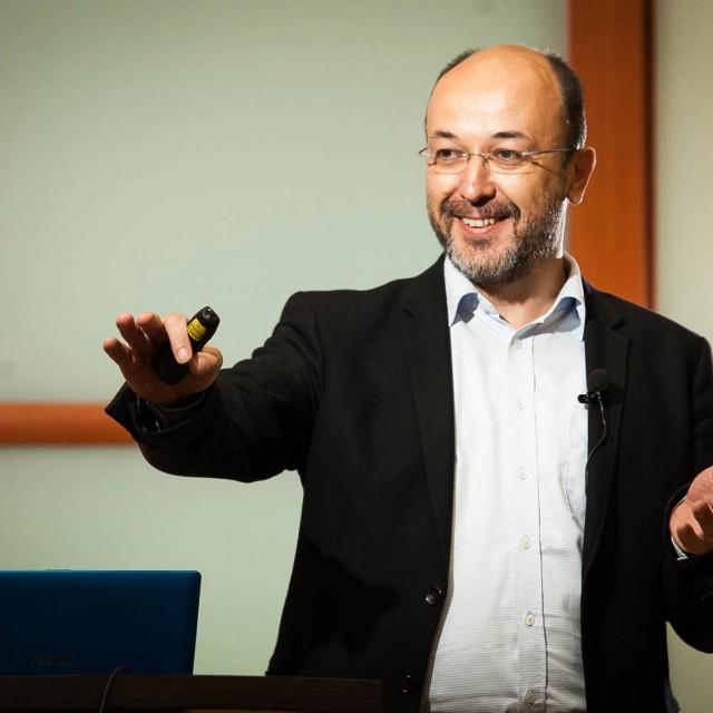 Krešimir Macan, politički analitičar