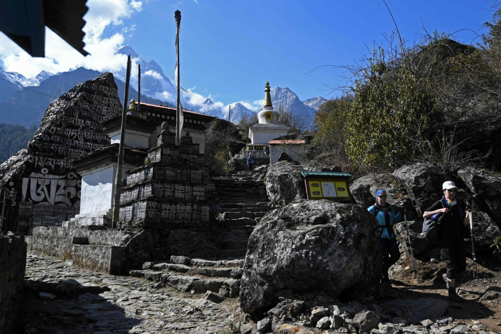 Trekking kamp za pripremu na uspon nalazi se u podnožju planine