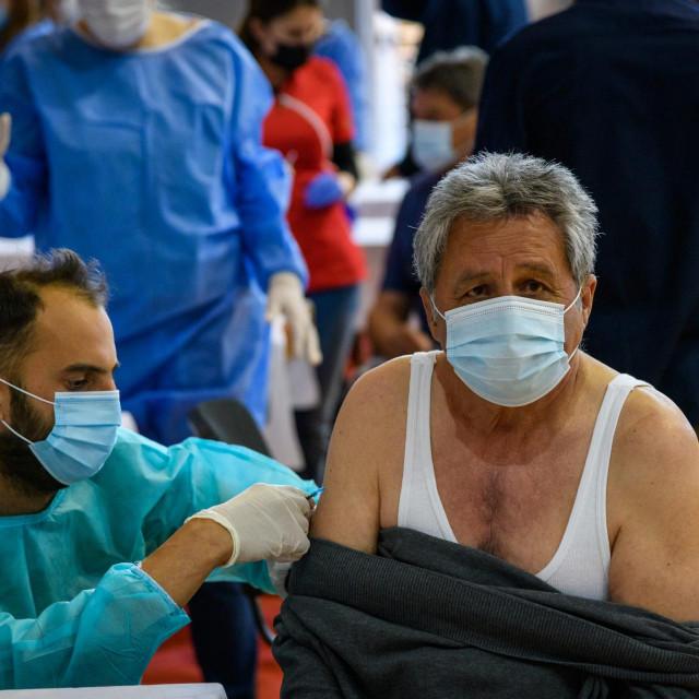 Nedavno masovno cijepljenje u dvorani na Baldekinu