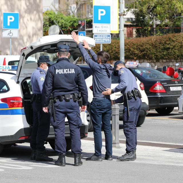 Policija je uredovala zbog sumnje u počinjenje prekršaja