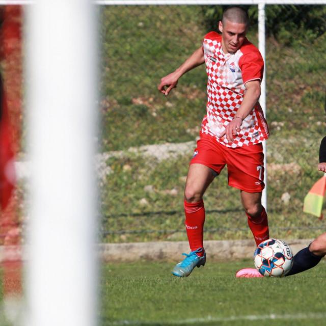Prva ŽNL, 15. kolo: Croatia - Župa dubrovačka 2:1 (Tin Vidak s loptom)